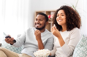 couple eating popcorn